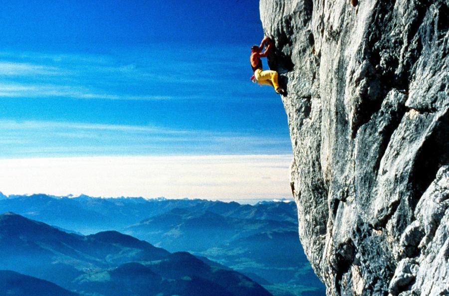 Thomas Bubendorfer in der Felswand